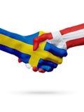 旗子瑞典,丹麦国家,合作友谊握手概念 库存照片