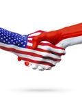 旗子美国和印度尼西亚国家,合作握手 免版税图库摄影