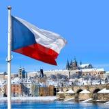 旗子,布拉格城堡和一点镇,布拉格,捷克共和国 免版税库存照片