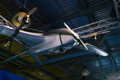 无人空中车 无人军用飞机 寄生虫在飞机棚 免版税库存照片