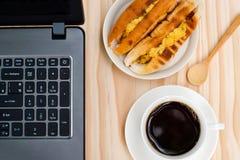 无奶咖啡和贝克越南人或越南面包早餐wi 免版税库存图片