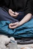 无家可归的人使上瘾对药物 库存图片