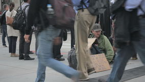无家可归的人照片布拉格哀伤的街道 影视素材
