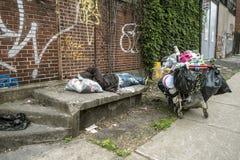 无家可归的人照片布拉格哀伤的街道 库存照片