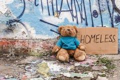 无家可归的孩子玩具  免版税图库摄影