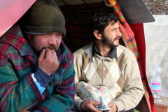 无家可归的生存人员下雪下 免版税图库摄影