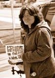 无家可归的符号妇女 库存图片