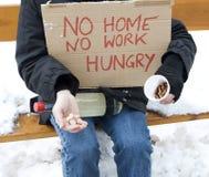 无家可归的饥饿的失业者 库存图片