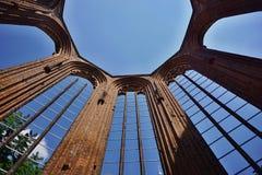 无屋顶德国教会Klosterkirche的废墟在中央柏林 免版税图库摄影