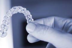 无形的牙齿牙直线对准器 库存照片