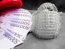 无形的牙齿直线对准器现代牙托透明括号调直牙和金钱现金,费用概念 免版税库存图片
