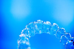 无形的牙齿直线对准器托架 库存照片