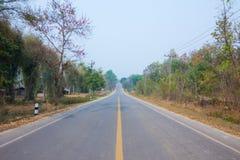 无忧无虑驾驶在一个晴天,在夏天,泰国 免版税库存照片