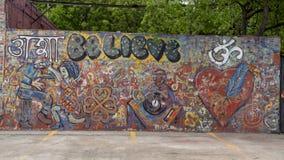 无提名和未签名的大墙壁墙壁上的躲避街道,达拉斯,得克萨斯 库存图片