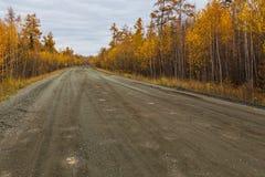 无提名,在半岛堪察加,俄罗斯的石渣路 图库摄影