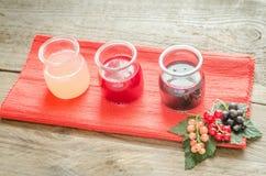 无核小葡萄干果酱用新鲜的浆果 免版税库存照片