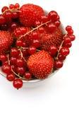 无核小葡萄干草莓 免版税库存图片