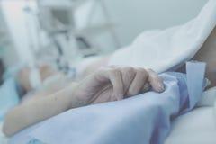 无法挽救的患者极度痛苦重症监护病房的 免版税库存图片