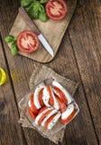 无盐干酪的部分用蕃茄 库存照片