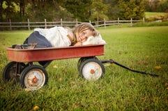 无盖货车的女孩 免版税图库摄影