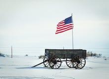 无盖货车和旗子 免版税库存图片