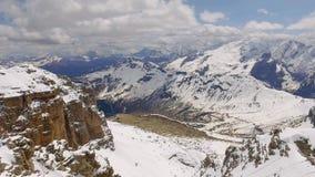 无礼的话Pordoi峰顶和谷,白云岩,意大利上面  股票录像