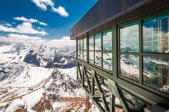 从无礼的话Pordoi,白云岩,意大利,欧洲山顶的激动人心的景色  库存照片