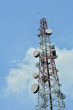 无线电天线卫星和大 免版税库存照片