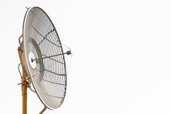 无线电望远镜或卫星盘通信的,技术通信的国家,连接之间由卫星信号 库存图片