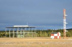 无线电航空信标VOR和ILS滑翔道地面站 免版税库存照片