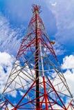 无线电铁塔和天空 免版税库存图片