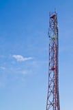 无线电铁塔和天空 免版税库存照片