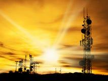 无线电铁塔和阳光 免版税库存图片