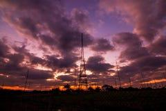 无线电铁塔有天空背景 库存图片