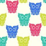 无缝五颜六色的逗人喜爱的猫头鹰的样式 免版税库存图片