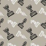 无缝的与黑装饰被排行的棋子的传染媒介混乱样式 与黑白西洋棋棋子的灰色背景 向量例证