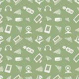 无缝的传染媒介样式、背景显示器、笔记本、路由器、usb和话筒在绿色背景 免版税图库摄影