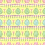无缝的复活节样式,卡片 导航背景用复活节彩蛋、春天花和心脏 免版税库存照片
