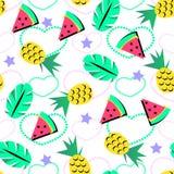 无缝的夏天样式用明亮的橙色菠萝和西瓜和热带元素在brith背景少年的 免版税图库摄影