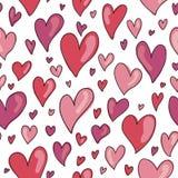 无缝的手拉的心脏样式在红色和桃红色树荫下  免版税库存照片