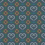 无缝的样式心脏和花在蓝色背景中 免版税库存照片