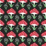 无缝的样式用红色蘑菇和花在黑背景 库存图片