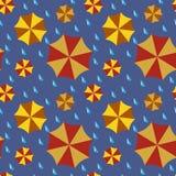 无缝的样式-雨水的伞和滴 免版税库存照片