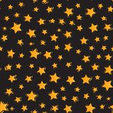 无缝的模式 孩子的现代明亮的设计导航在黑背景隔绝的抽象橙色星 库存例证