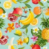 无缝的热带水果样式 异乎寻常的背景用石榴、柠檬、花和棕榈叶墙纸的 免版税库存图片