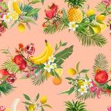 无缝的热带水果样式 异乎寻常的背景用石榴、香蕉、花和棕榈叶墙纸的 免版税库存照片