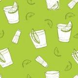 无缝的短的饮料传染媒介样式。与石灰和盐的速写的龙舌兰酒 免版税图库摄影