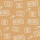 无缝的纹理 与邮票eco的牛皮纸,自然,生物 产品的准备好设计与eco标签 免版税库存照片