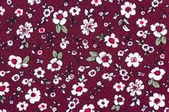 无缝的花卉样式在布朗在布料的红色背景 向量例证
