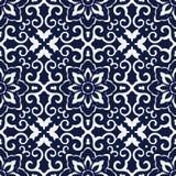 无缝的蓝色日本背景十字架螺旋框架花 免版税库存照片